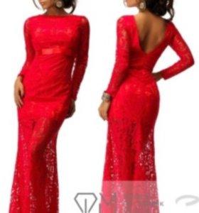 Красное длинное гипюровое платье