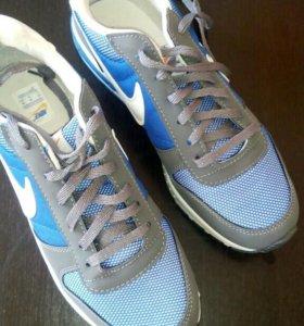 Новые кроссовки Nike.