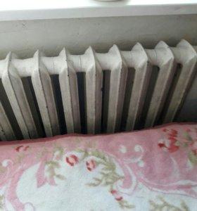 Радиатор чугунный (2шт) по 14 секций..Продано.