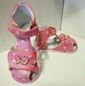 Новые сандали (размер 21)