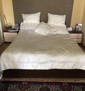Кровать 1,6/2 м с матрасом +тумбочки