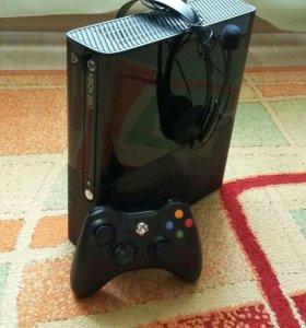 Продам Xbox 360E + 14 игр