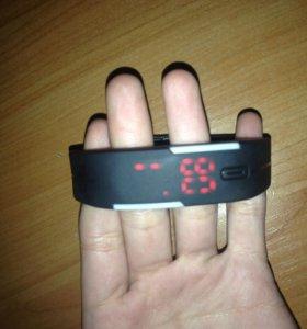 Часы браслет,электронные