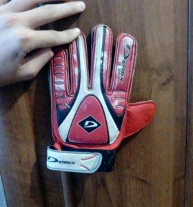 Перчатки футбольные