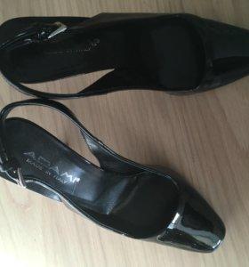 Босоножки-туфельки лаковые, 39 р-р