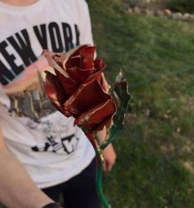 Маленькая кованная роза из тонкого металла