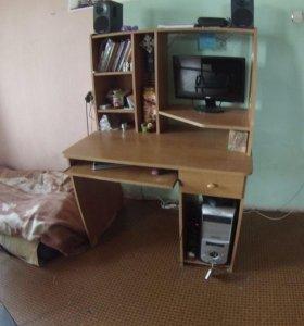 Компьютерный стол с органайзером