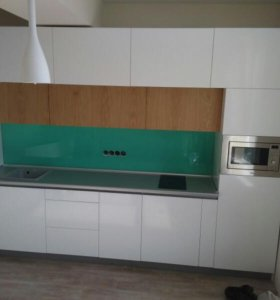 Кухня белый глянец и дубовый шпон