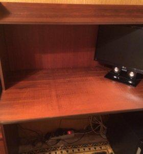 Компьютерный стол, тумбочка.