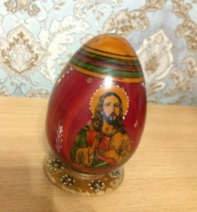 Деревянное раритетное яйцо на подставке