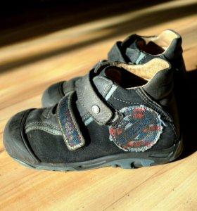 Кожаные ботинки Bartek р.26