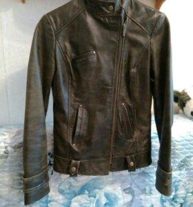 Кожаная куртка 42 р