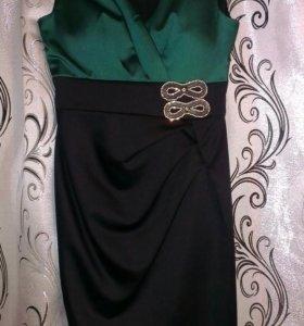 Фирменное атласное вечернее платье