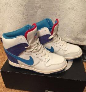 Кроссовки на танкетке Сникерсы Nike
