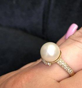 Золотое кольцо жемчуг. Золотой кулон с жемчугом.