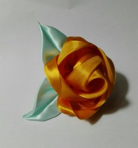 Оранжевая роза резинка для волос