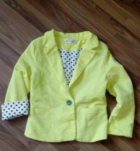 Пиджак для девочек  2шт 5-7лет можно для двойняшек