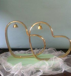 Заготовки сердец для свадебной машины на платформе