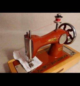 Детская швейная машинка из СССР.Винтаж