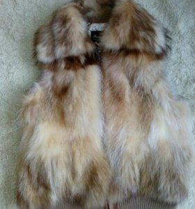 Натуральная жилетка из меха лисы