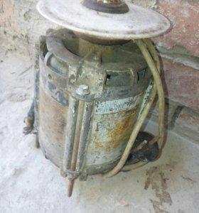 Электродвигатель с точильным камнем