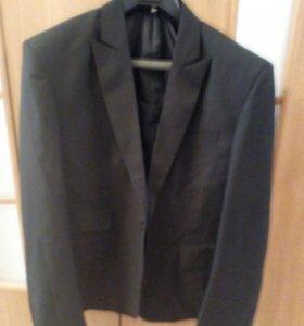 Новый деловой костюм 48 размера