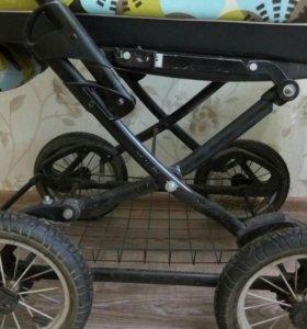 коляска люлька с сидячкой.