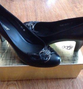 Новые туфли 39 размер