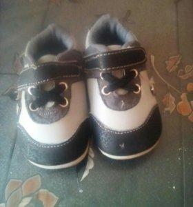 Кроссовочки и сандалики детские