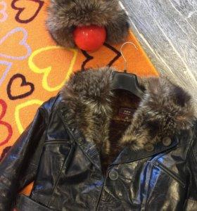 Кожаная куртка с меховым воротником из волка
