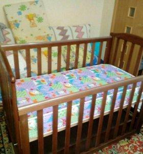 Кровать детская с маятником