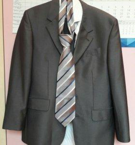Мужской костюм 44-46 на выпускной ил свадьбу