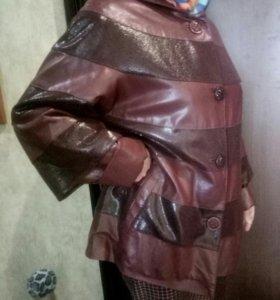 Женская Кожаная куртка 50 размера.