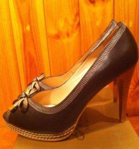 Новые туфли - босоножки,кожаные