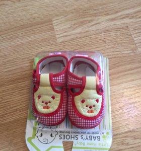 Пинетки - сандалики новые