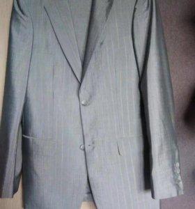 Костюм в отличном состоянии , одет три раза
