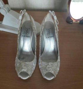 Туфли белые с кружевами