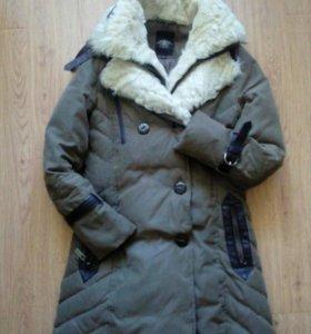 Пуховик- пальто натуральный мех на вороте