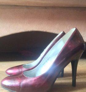 Бордовые лаковые туфли