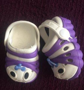 Новые детские резиновые сандали . Размер 19.