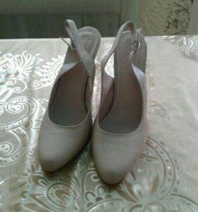 Продам новые кожанные туфли