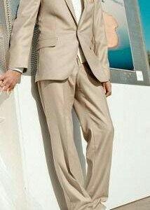 Мужской бежевый костюм
