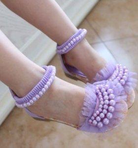 В наличии модные сандальки