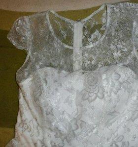 Кружевное выпускное платье с серебряными нитями