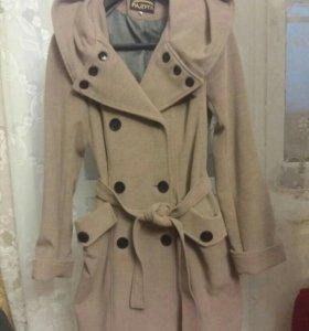 Женское пальто 44-46 р