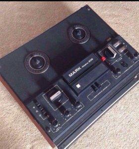 Катушечный магнитофон Маяк-205 СССР 1982 года
