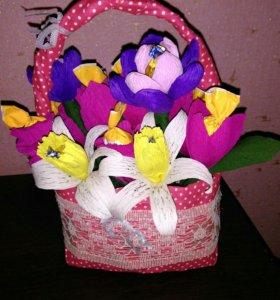 Корзина цветов из конфет в наличии