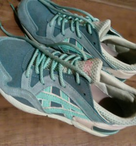 Улетные кроссовки