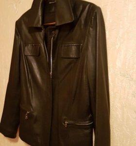 Хорошая стильная кожаная куртка