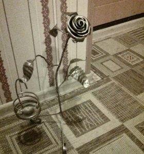 Кованная роза с подсвечником ,цвет бронза под лак